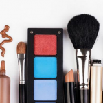 تشخیص زمان مناسب دور ریختن لوازم آرایش،بهترین آرایشگاه کرج
